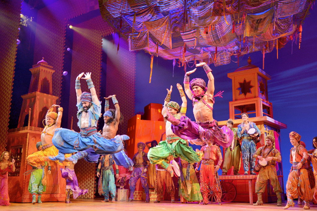 Aladdin-da-Disney-na-Broadway-com-Courtney-Reed-e-Adam-Jacobs-Foto-de-Deen-van-Meer